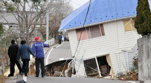 Earthquake/Tsunami hits Japan 2011 (Pictures/Video) (5/6)